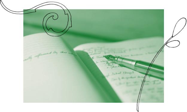 photo bicolore avec éléments décoratifs d'un stylo plume sur un cahier